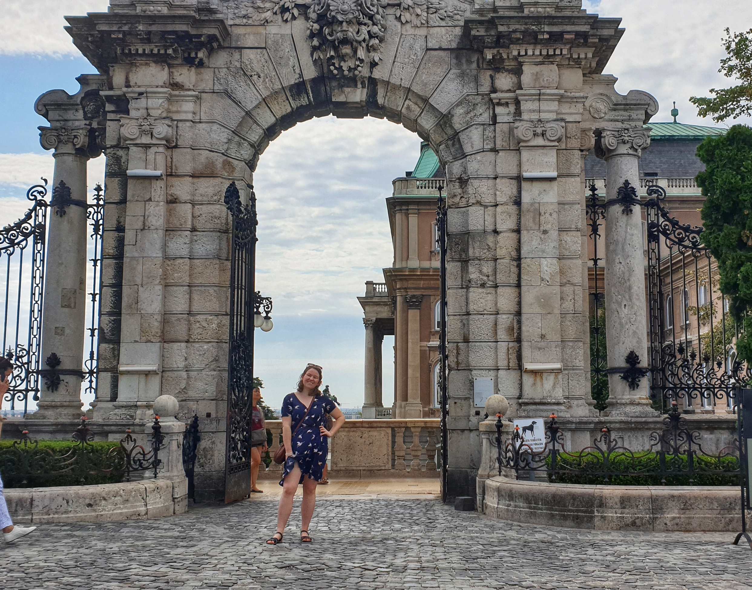 Chasing Emma at the entrance of Buda Castle.