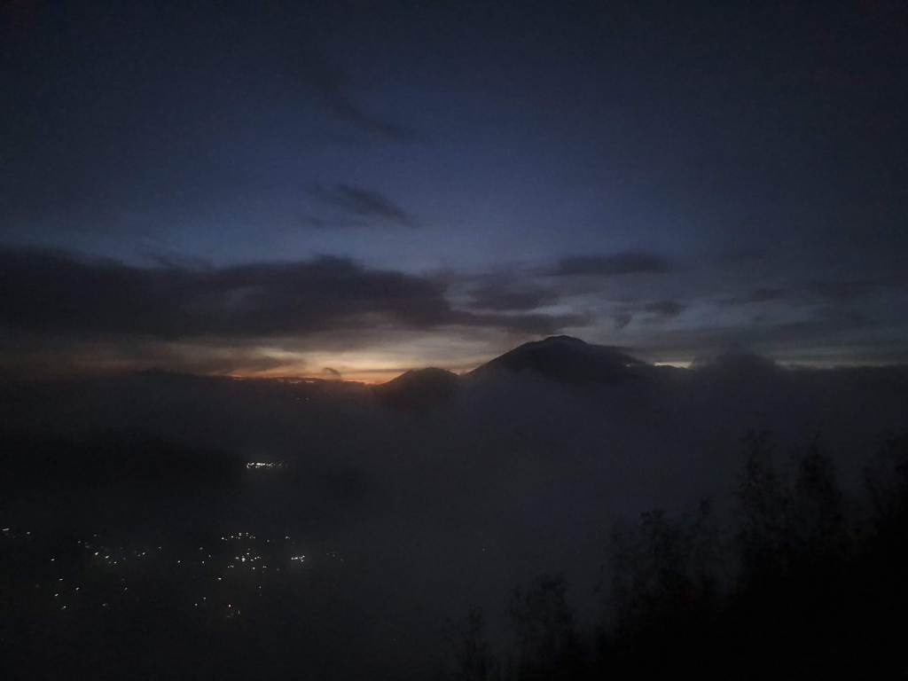 Mt Batur sunrise through a break in the clouds on Chasing-Emma.com